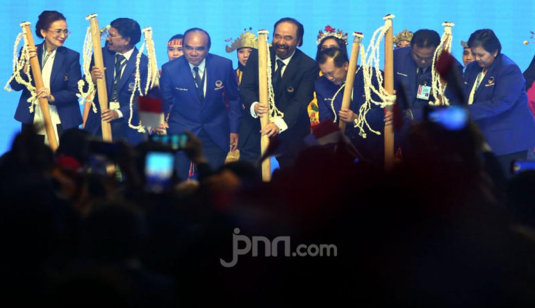 Ketua Nasdem Surya Paloh memberikan pidato politik saat membuka Kongres II Partai NasDem, Jakarta, Jumat (8/11). Foto: Ricardo - JPNN.com