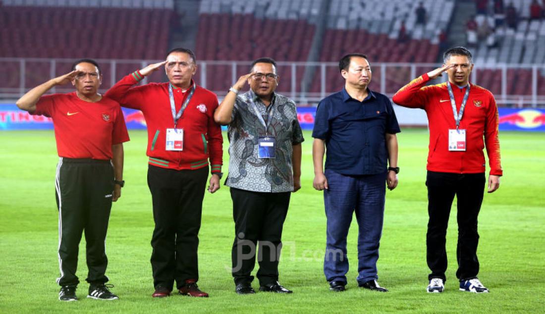 Menpora Zainuddin Amali Bersama Ketum PSSI Mochamad Iriawan menyaksikan Kualifikasi AFC U-19 Championship 2020 antara Indonesia vs DPR Korea di SUGBK, Jakarta, Minggu (10/11). Foto: Ricardo - JPNN.com