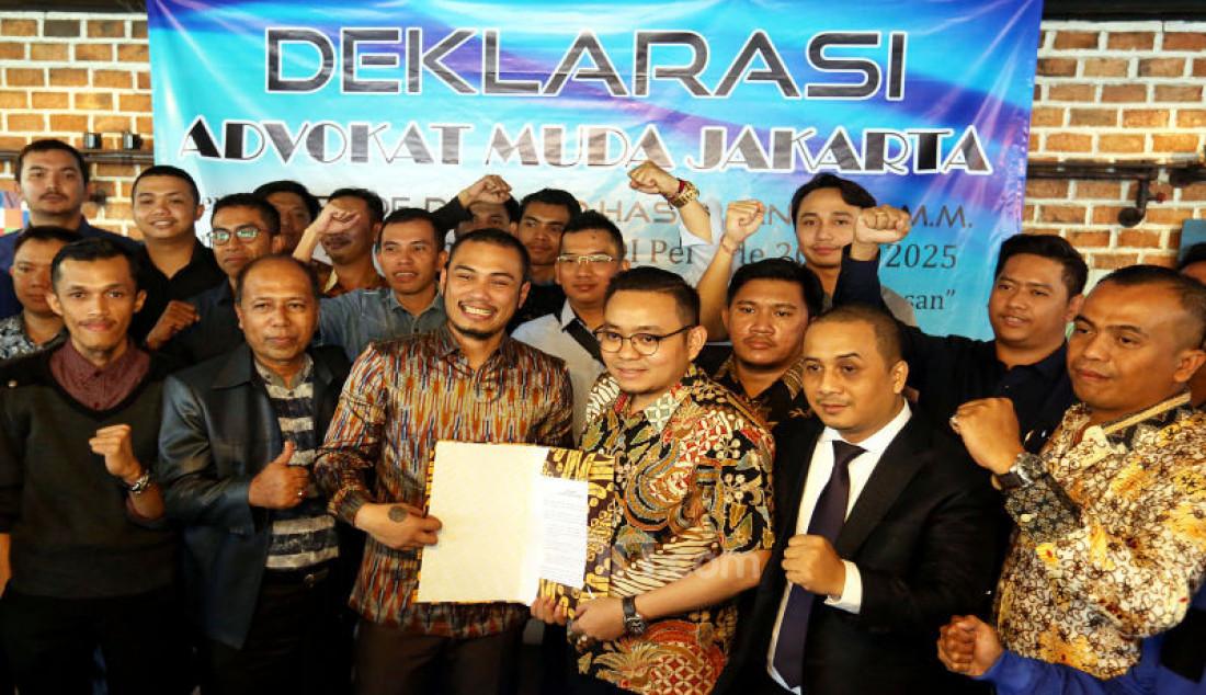 Ketua Umum Advokat Muda Jakarta, Rhaditiya Putra Perdana, Sekjen Antonny M. Tarigan, dan Advokat Muda Jakarta, menggelar deklarasi dukungan terhadap Otto Hasibuan untuk memimpin Peradi di Jakarta, Kamis (14/11). Foto: Ricardo - JPNN.com