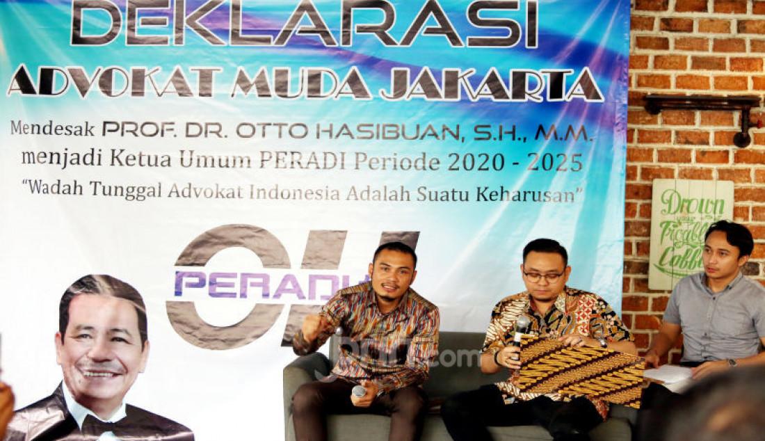 Ketua Umum Advokat Muda Jakarta, Rhaditiya Putra Perdana, Sekjen Antonny M. Tarigan, dan Advokat Muda Jakarta, menggelar deklarasi dukungan terhadap Otto Hasibuan untuk memimpin Peradi di Jakarta, Kamis (14/11). Dukungan Advokat Muda Jakarta diberika kepada Otto Hasibuan mengingat pada periode kepemimpinan Otto Hasibuan, telah menjadi organisasi Advokat yang kuat dan bermanfaat bagi negara khususnya para pencari keadilan. Foto: Ricardo - JPNN.com
