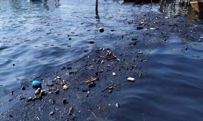 Terimbas Tumpahan Minyak, Nelayan Tuntut Ganti Rugi