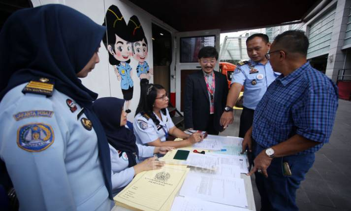 Smartfren Dukung Layanan Paspor Keliling Imigrasi - JPNN.com