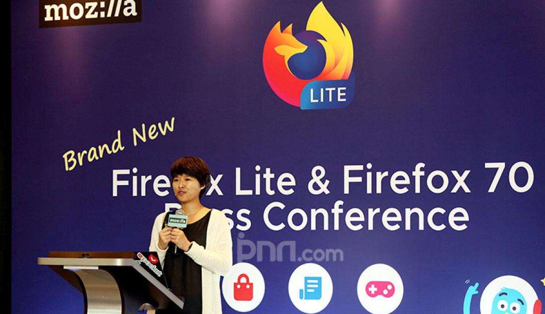 Staff Product Manager Core Browsers Cindy Hsiang di acara press conference Firefox Lite, Jakarta, Rabu (27/11). Versi terbaru dari Firefox Lite ini menawarkan fitur multi-fungsi serta memungkinkan pengguna untuk merasakan pengalaman berinternet yang lebih mudah, efisien dan aman. Foto: Ricardo - JPNN.com