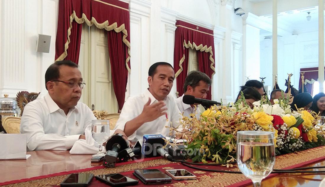 Presiden Joko Widodo di Istana Merdeka, Jakarta, Senin (2/12). Jokowi merasa gerah dengan isu amandemen UUD 1945 yang semakin melebar ke mana-mana. Bahkan suami Iriana menilai ada yang ingin menjerumuskannya. Foto: Fathra - JPNN.com