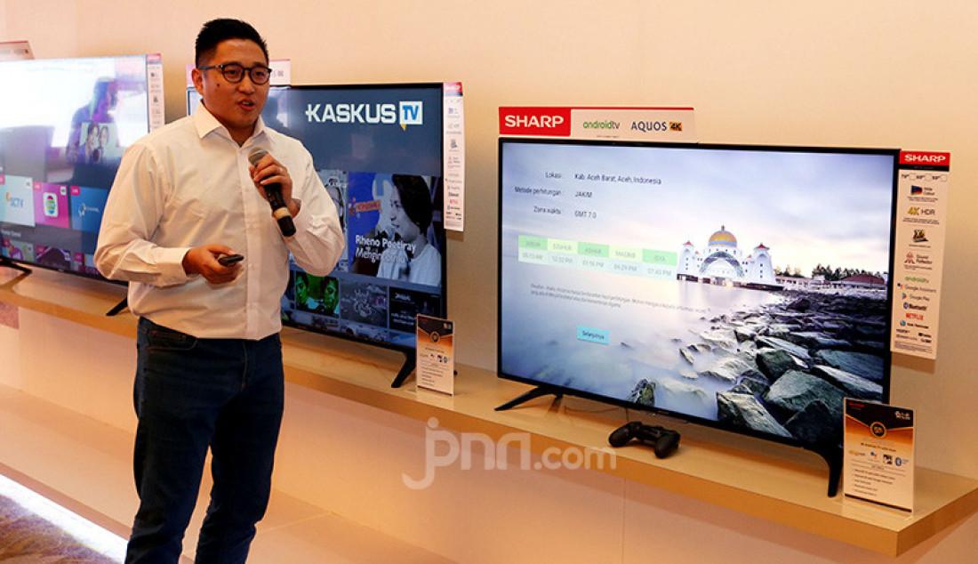SHARP Android TV dengan Google Assistant saat diperkenalkan pada awak media di Jakarta, Rabu (11/12). Dengan perintah suara, SHARP Android TV dengan Google Assistant akan menyapa konsumen dan menginformasikan berbagai hal. Foto: Ricardo - JPNN.com
