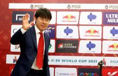 Shin Tae Yong Positif Covid-19, PSSI Gerak Cepat - JPNN.com