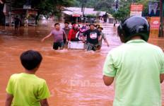 Duh, Korban Banjir di Jakarta Barat Kekurangan Air Bersih - JPNN.com