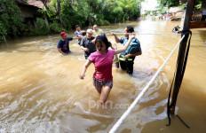 Brebes Banjir Setinggi 150 Cm, Warga Mengungsi ke Koramil - JPNN.com