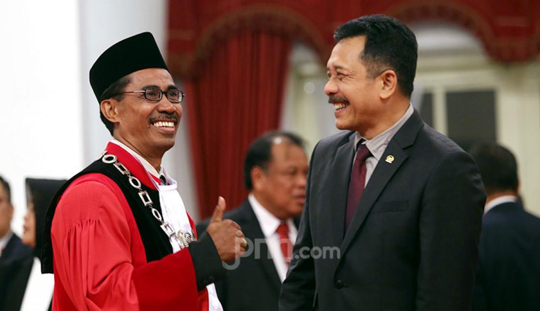 Hakim MK I Dewa Gede Palguna bersama Daniel Yusmic Pancastaki Foekh di Istana Negara, Jakarta, Selasa (7/1). Foto: Ricardo - JPNN.com