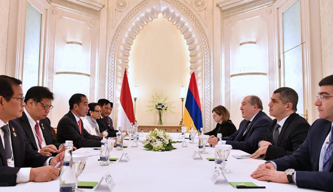 Presiden Joko Widodo saat bertemu Presiden Armenia Armen Sarkissian, di Abu Dhabi, Senin (13/1). Pertemuan tersebut membahas sejumlah kerjasama dan di antaranya permohonan bebas Visa bagi warga Indonesia. Foto: BPMI Setpres - JPNN.com