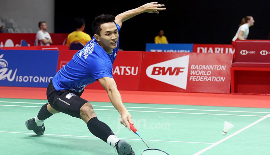 Tunggal putra Indonesia Jonatan Christie saat bertanding pada turnamen Indonesia Masters 2020, Jakarta, Kamis (16/1). Foto: Ricardo - JPNN.com