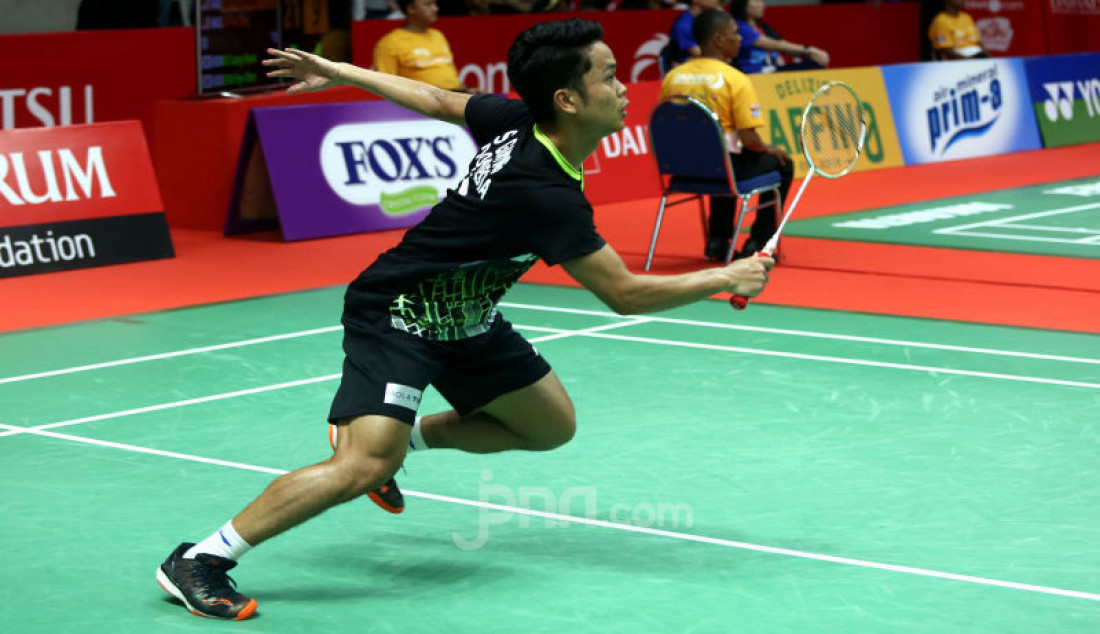 Tunggu Putra Indonesia Anthony Ginting saat bertanding pada turnamen Indonesia Masters 2020, Jakarta, Jumat (17/1). Ginting menang atas lawannya dengan skor 21-11 dan 21-14. Foto: Ricardo - JPNN.com