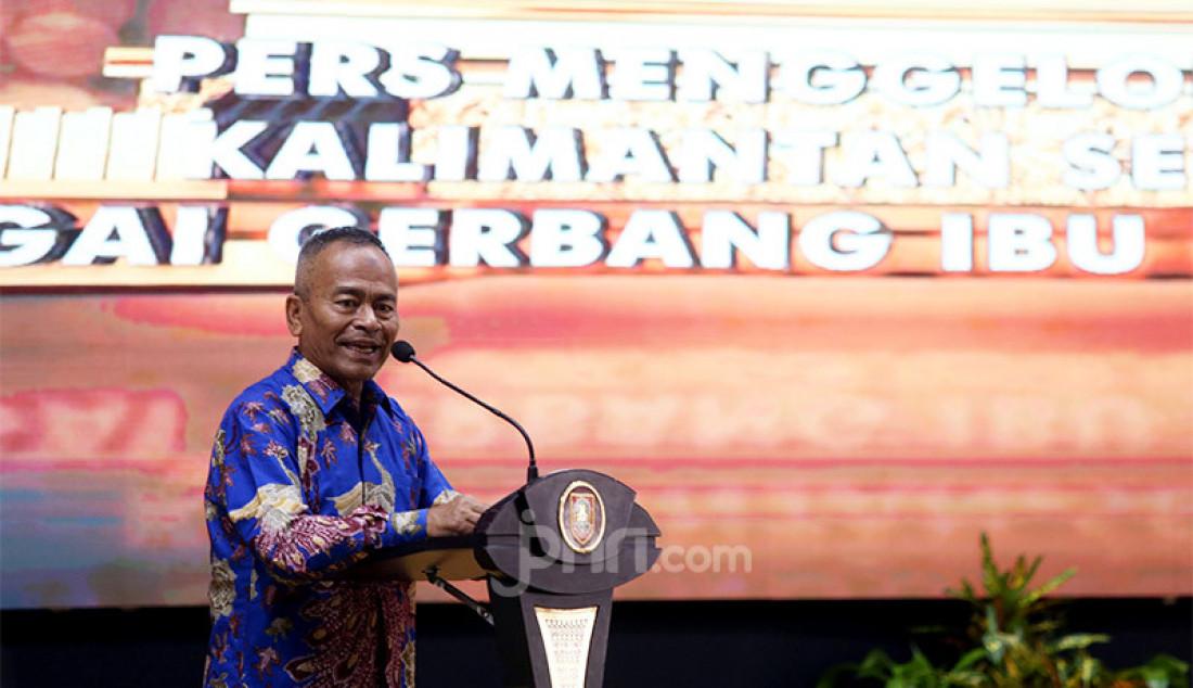 Ketua PWI Pusat Atal S Depari memberikan sambutan pada puncak Peringatan HPN 2020, Kalimantan Selatan, Minggu (9/2). Foto : Ricardo/JPNN.com Foto: Ricardo - JPNN.com