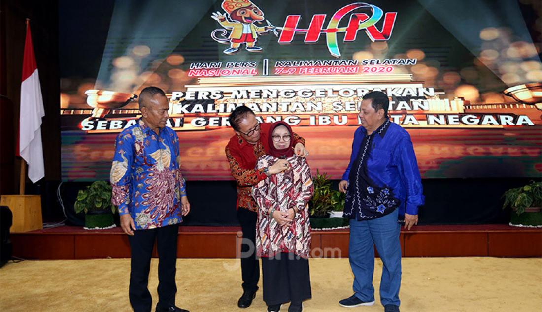Ketua PWI Pusat Atal S Depari dan Ketua peringatan Hari Pers Nasional (HPN) 2020, Auri Jaya pada puncak Peringatan HPN 2020, Kalimantan Selatan, Minggu (9/2). Foto: Ricardo - JPNN.com