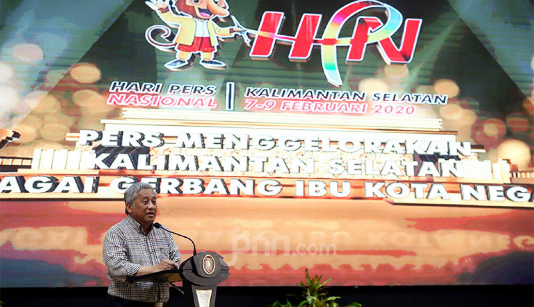 Ketua Dewan Pers Mohammad Nuh memberikan sambutan pada puncak Peringatan HPN 2020, Kalimantan Selatan, Minggu (9/2). Foto : Ricardo/JPNN.com Foto: Ricardo - JPNN.com