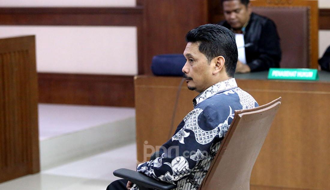Terdakwa mantan Dirut PT INTI Darman Mappangara mengikuti sidang tuntutan kasus dugaan suap proyek Baggage Handling System (BHS) di PT Angkasa Pura Propertindo yang dilaksanakan PT INTI, di Pengadilan Tipikor, Jakarta, Senin (17/2). Foto: Ricardo - JPNN.com
