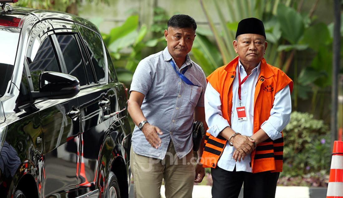Bupati nonaktif Sidoarjo Saiful Ilah saat menjalani pemeriksaan KPK, Jakarta, Rabu (19/2). Saiful Ilah diperiksa sebagai saksi untuk tersangka penguasa Ibnu Ghopur dalam kasus dugaan suap terkait proyek infrastruktur. Foto: Ricardo - JPNN.com