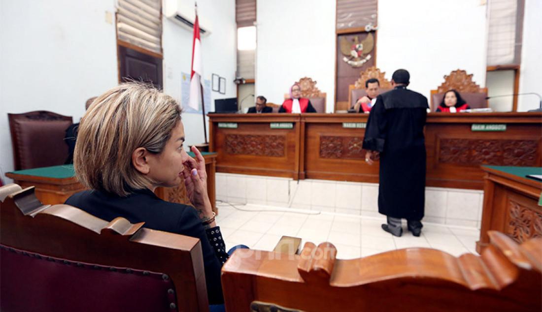 Terdakwa kasus dugaan penganiayaan Nikita Mirzani menjalani sidang dakwaan di PN Jakarta Selatan, Jakarta, Senin (24/2). Foto: Ricardo - JPNN.com