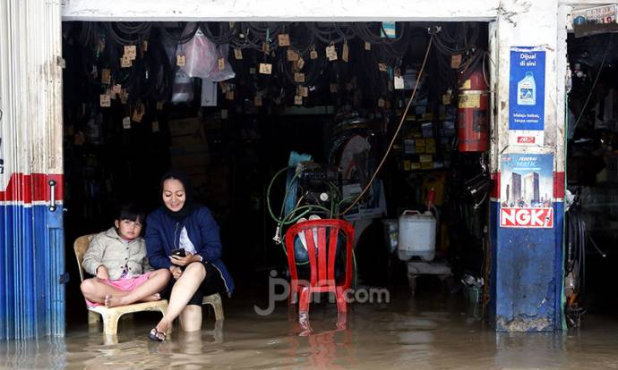 Banjir Lumpuhkan Aktivitas Jual Beli di Kawasan Benhil