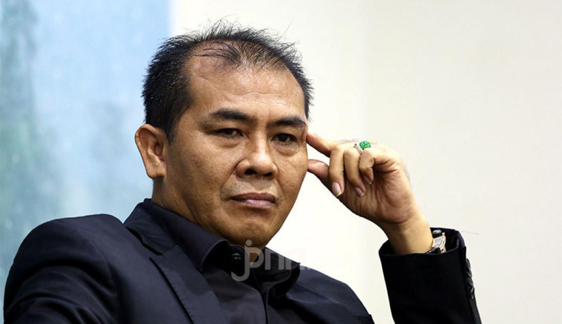 Anggota Komisi V DPR Sukur Nababan menjadi pembicara pada diskusi Banjir, Bencana atau Ketidakpahaman?, Jakarta, Kamis (27/2). Foto: Ricardo - JPNN.com