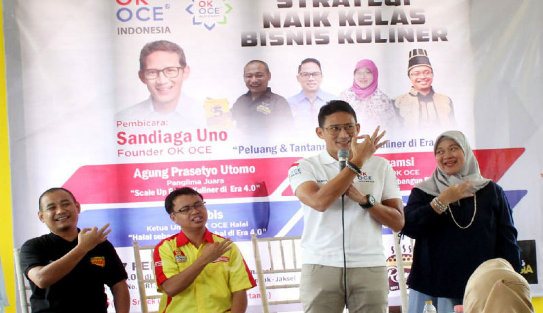 Founder OK OCE Sandiaga Uno menjadi pembicara dalam diskusi bertema Strategi Naik Kelas Bisnis Kuliner, di Jakarta, Kamis (27/2). Para pembicara memberikan tips dan berbagi pengalaman tentang bagaimana mengembangkan bisnis kuliner di era digitalisasi. Foto: Ricardo - JPNN.com