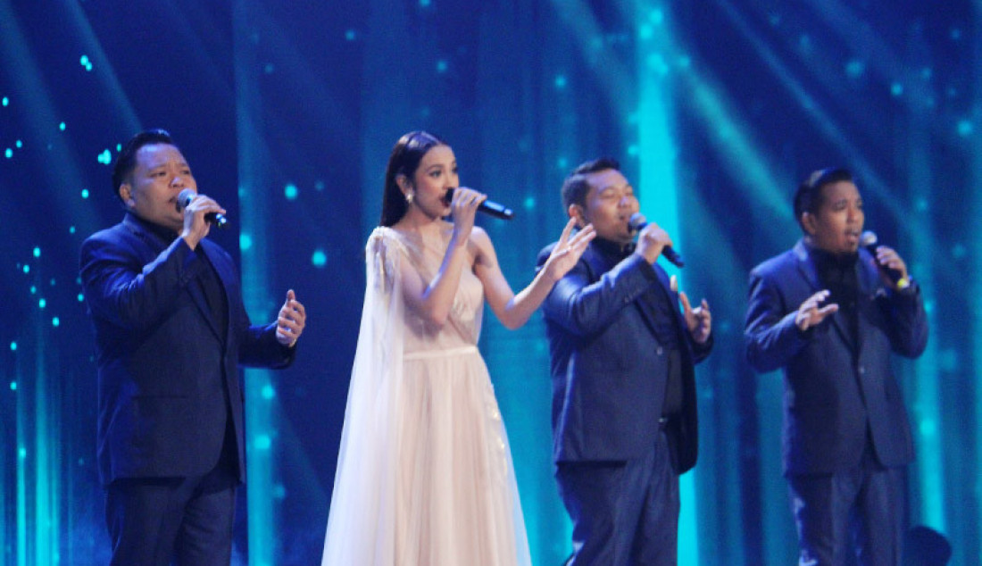 Lyodra dan Brother indo membawakan lagu 'Dear Dream' saat konser Kemenangan Idol, Jakarta, Senin (9/3). Foto: Aksan Yusuf for JPNN.com - JPNN.com