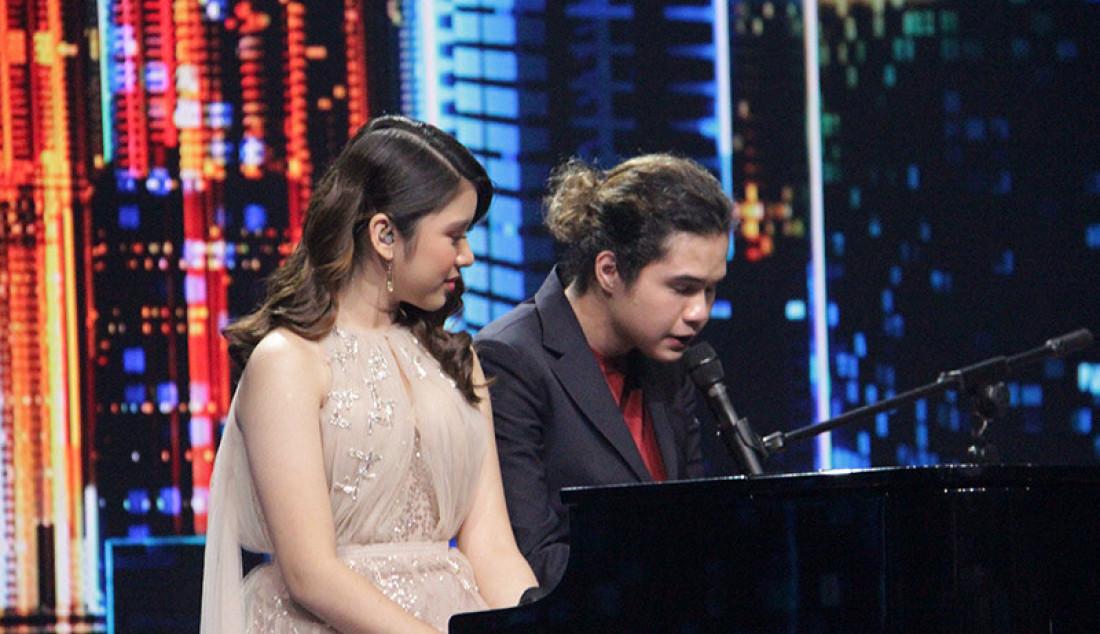 Dul Jaelani kembali kepanggung Indonesia Idol dan duet bersama Tiara membawakan lagu
