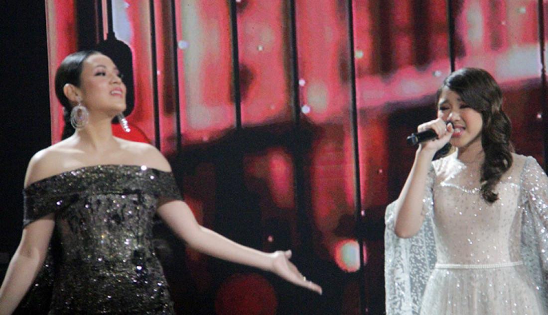 Penampilan yang anggun oleh Raisa saat membawakan lagu 'Teristimewa' saat konser Kemenangan Idol, Jakarta, Senin (9/3). Foto: Aksan Yusuf for JPNN.com - JPNN.com