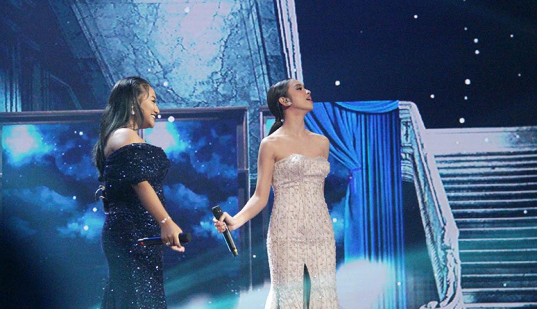 Lyodra dan Maria tampil duet membawakan lagu 'Never Enough' saat konser Kemenangan Idol, Jakarta, Senin (9/3). Foto: Aksan Yusuf for JPNN.com - JPNN.com