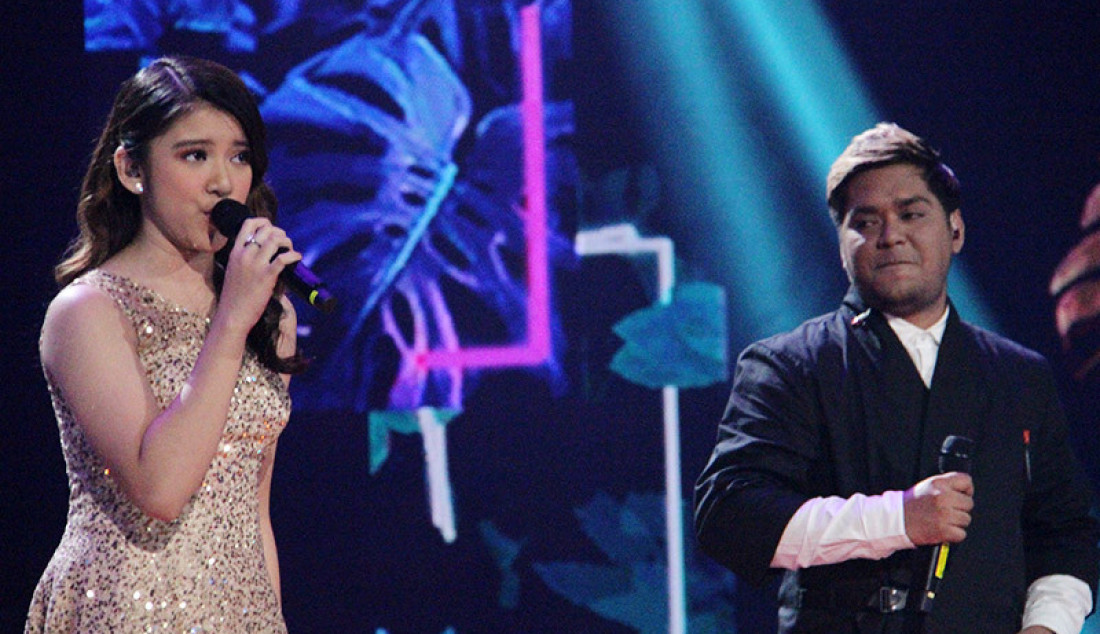Duet Tiara dan Ahmad Abdul saat membawakan lagu 'Rewrite The Stars', Jakarta, Senin (9/3). Penampilan Tiara dan Abdul saat membawakan lagu membuat para penonton ikut bernyanyi bersama. Foto: Aksan Yusuf for JPNN.com - JPNN.com