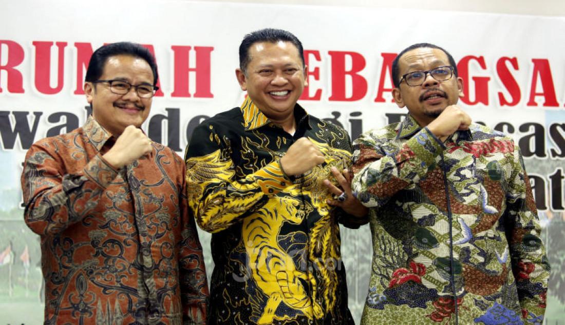 Kiri: Ketua Komite I DPD Agustin Teras Narang, Ketua MPR Bambang Soesatyo dan Direktur Eksekutif Indo Barometer M. Qodari menjadi pembicara pada diskusi MPR Rumah Kebangsaan, Jakarta, Rabu (11/3). Foto: Ricardo - JPNN.com
