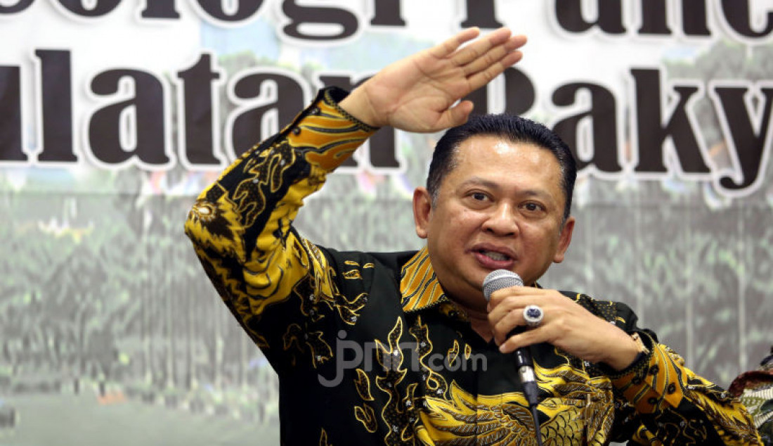 Ketua MPR Bambang Soesatyo menjadi pembicara pada diskusi MPR Rumah Kebangsaan, Jakarta, Rabu (11/3). Foto: Ricardo - JPNN.com