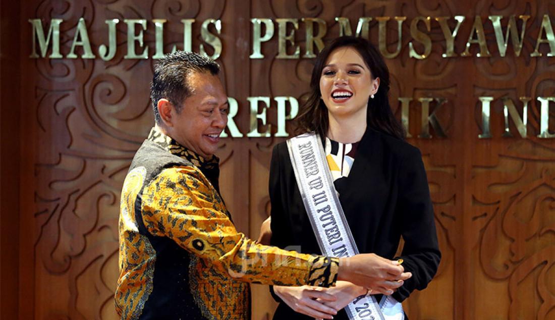 Ketua MPR Bambang Soesatyo bersama pimpinan MPR menerima Finalis Puteri Indonesia di Ruang Pimpinan MPR, Jakarta, Kamis (12/3). MPR menunjukkan Finalis Puteri Indonesia menjadi Duta MPR. Foto: Ricardo - JPNN.com