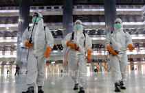 Cegah Virus Corona, Masjid Istiqlal Disemprot Disinfektan - JPNN.com