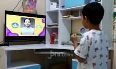 Belajar di Rumah Diperpanjang, Siswa Belajar Lewat Televisi - JPNN.com