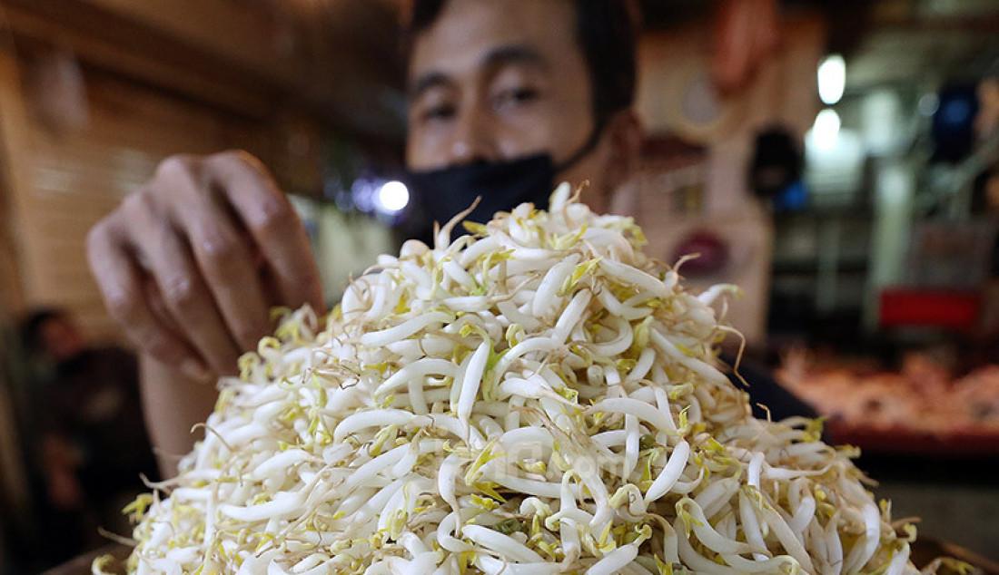 Pedagang Toge di Pasar Bogor, Jawa Barat, Rabu (29/4). Pemerintah Kota Bogor memastikan stok pangan di Kota Bogor, Jawa Barat, relatif aman selama Ramadhan hingga Lebaran. Foto: Ricardo - JPNN.com