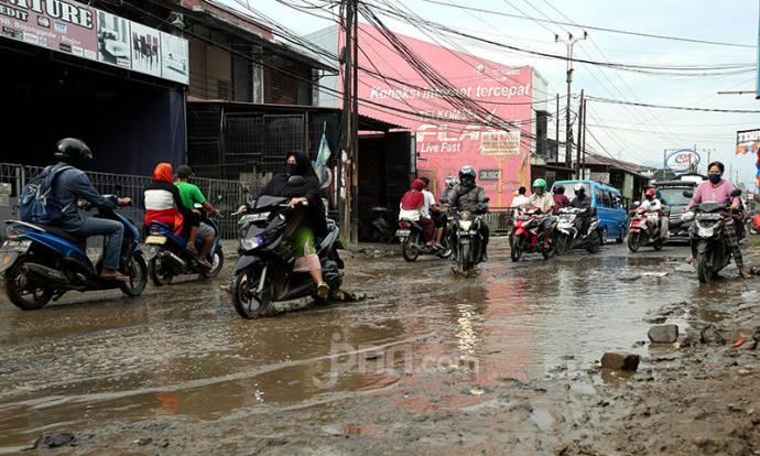 Jalan Penghubung Citayam-Bojonggede Rusak