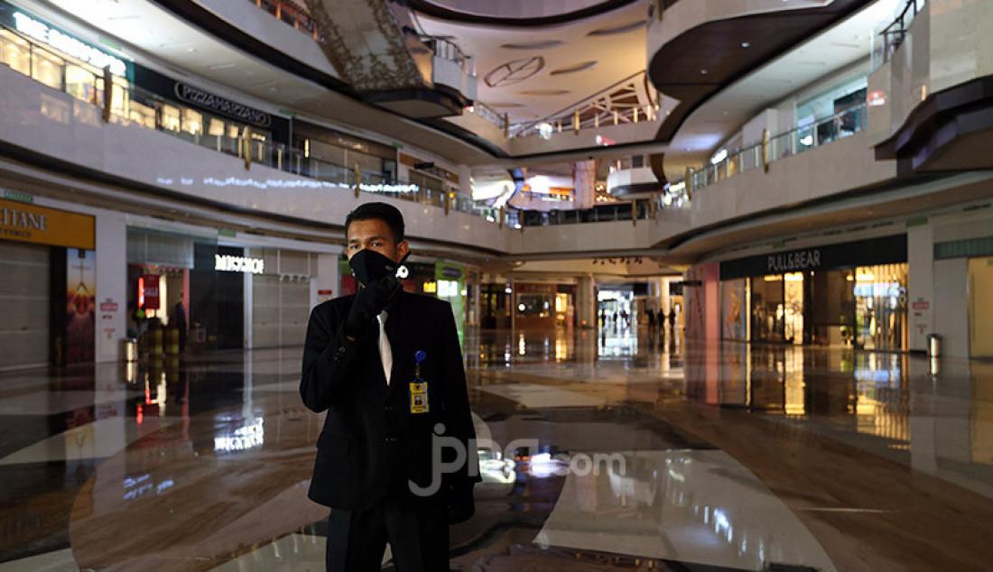 Suasana Lippo Mall Kemang, Jakarta, Selasa (2/6). Menjelang penerapan New Normal di wilayah DKI Jakarta, Lippo Mall Kemang melakukan pembenahan dan penerapan protokol kesehatan. Foto: Ricardo - JPNN.com