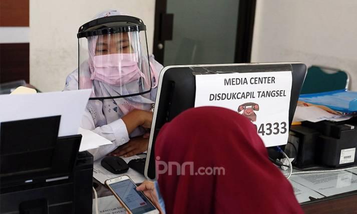 Pelayanan Administrasi Kependudukan Terapkan Protokol Kesehatan - JPNN.com