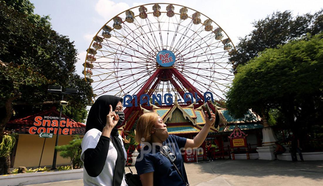 Suasana di wahana Dufan, Jakarta, Sabtu (20/6). Pihak Taman Impian Jaya Ancol menjual tiket secara daring, membatasi jumlah pengunjung 50%. Foto: Ricardo - JPNN.com