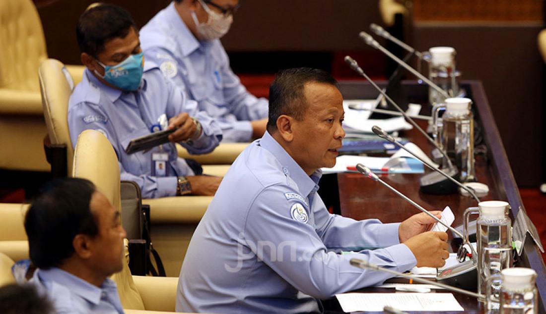 Menteri KKP Edhy Prabowo saat rapat kerja dengan Komisi IV DPR, Jakarta, Selasa (23/6). Rapat membahas evaluasi pelaksanaan APBN Tahun Anggaran 2019, hasil pemeriksaan BPK Semester II TA. 2019, RKA-K/L dan RKP-K/L Tahun 2021 dan Isu-isu aktual. Foto: Ricardo - JPNN.com