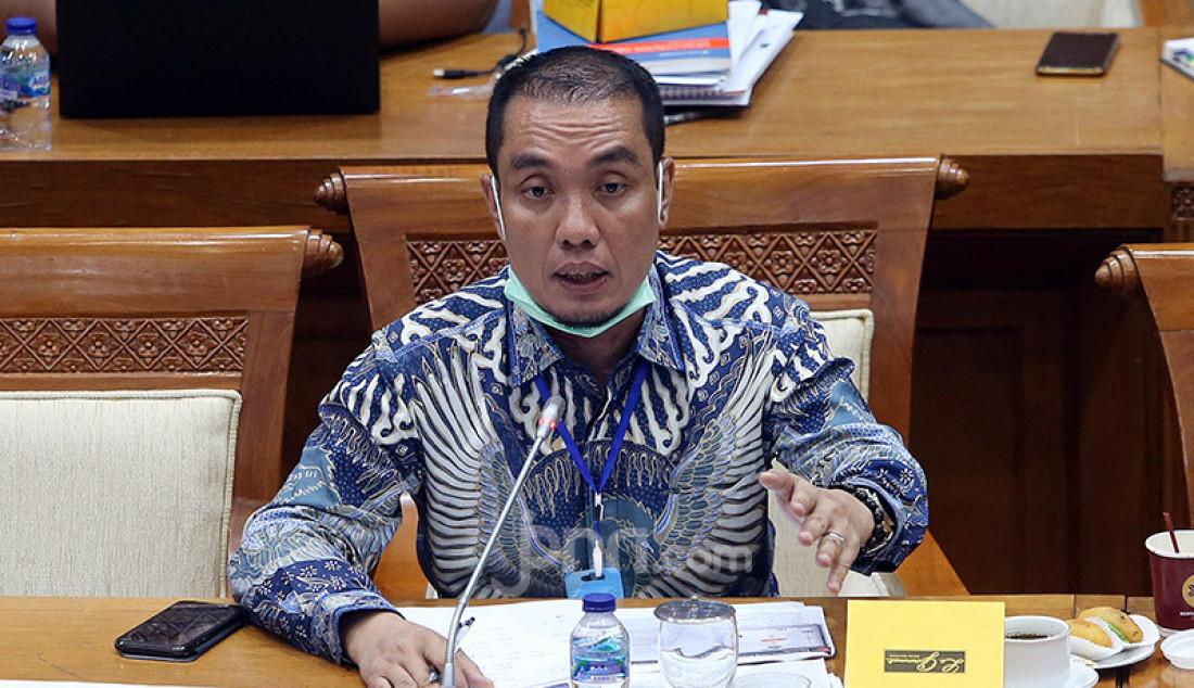 Anggota Komisi XI DPR Fauzi H Amro mengikuti rapat kerja dengan Menkeu, Gubernur BI dan OJK di Gedung DPR, Jakarta, Senin (29/6). Raker tersebut beragenda mendengarkan penjelasan tentang PMK No. 70/PMK.05/2020 tentang Penempatan Uang Negara pada Bank Umum dalam rangka Percepatan Pemulihan Ekonomi Nasional. Foto: Ricardo - JPNN.com