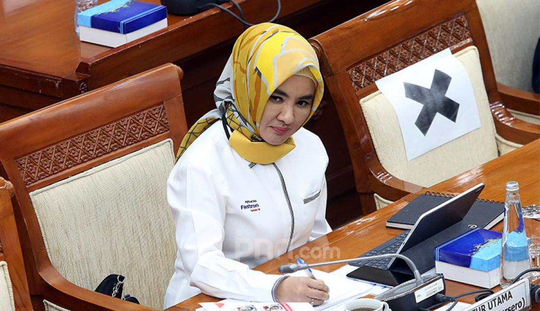 Dirut PT Pertamina (Persero) Nicke Widyawati mengikuti rapat dengar pendapat dengan Komisi VI DPR, Jakarta, Senin (29/6). Rapat tersebut membahas mengenai pembayaran utang pemerintah ke Pertamina. Foto: Ricardo - JPNN.com