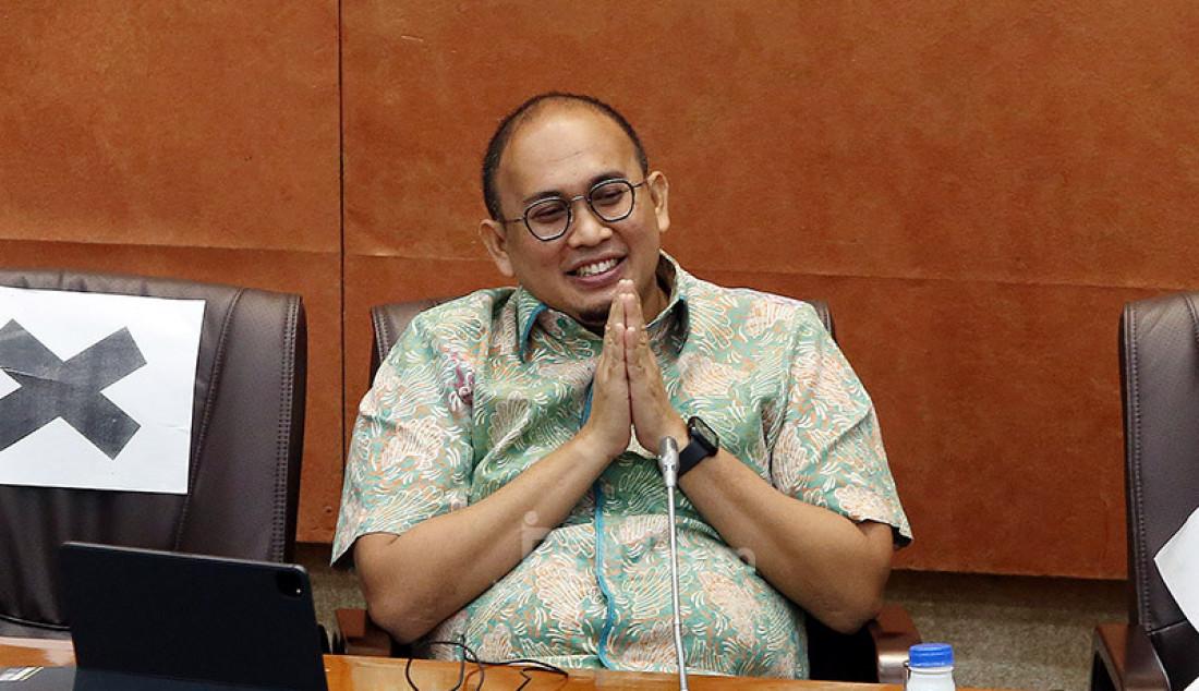 Anggota Komisi VI DPR Andre Rosiade mengikuti rapat dengar pendapat dengan Dirut PT Pertamina (Persero) Nicke Widyawati, Jakarta, Senin (29/6). Rapat tersebut membahas mengenai pembayaran utang pemerintah ke Pertamina. Foto: Ricardo - JPNN.com