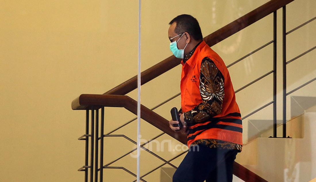 Mantan Sekretaris MA, Nurhadi menjalani pemeriksaan di Gedung KPK, Jakarta, Selasa (30/6). Nurhadi diperiksa sebagai saksi untuk tersangka Direktur Multicon Indrajaya Terminal (MIT), Hiendra Soenjoto terkait kasus dugaan suap gratifikasi pengurusan perkara di Mahkamah Agung Tahun 2011-2016. Foto: Ricardo - JPNN.com