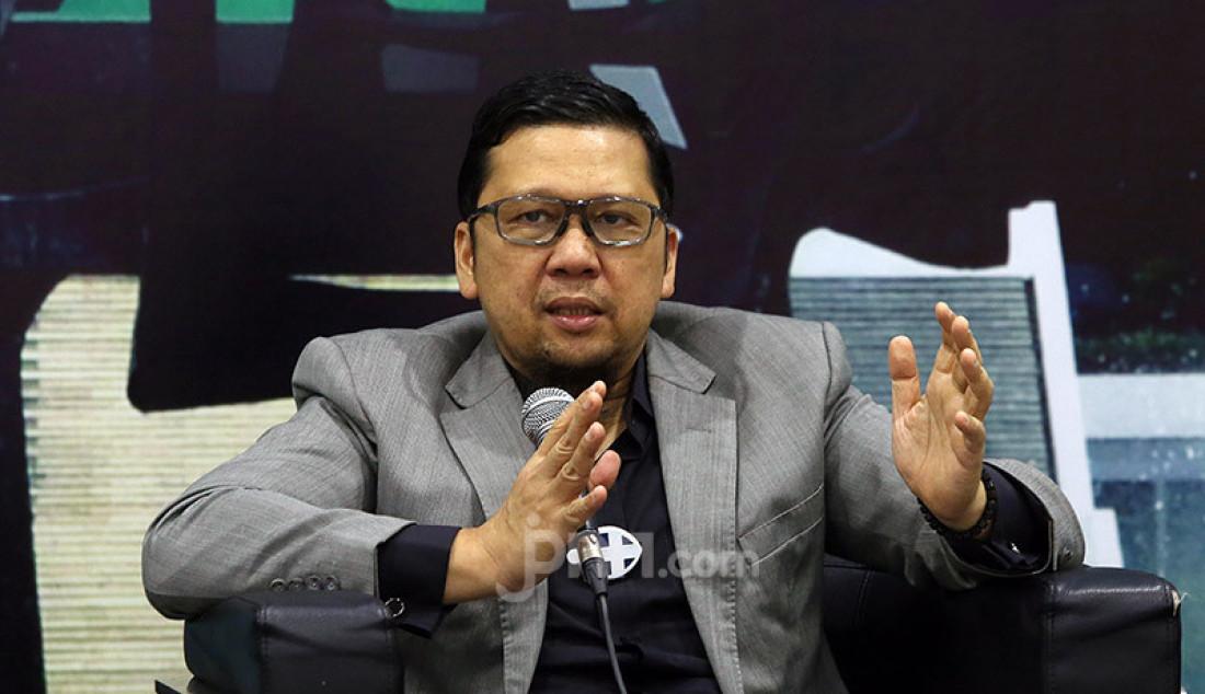 Ketua Komite I DPD Agustin Teras Narang menjadi pembicara pada diskusi Pilkada Serentak 2020 di Tengah Pandemi Covid-19 di Gedung DPR, Jakarta, Selasa (30/2). Foto: Ricardo - JPNN.com