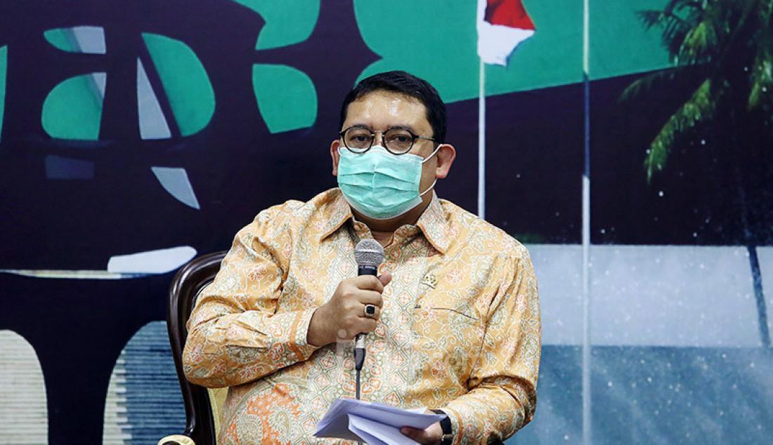 Ketua BKSAP DPR Fadli Zon memberikan keterangan pers terkait Penolakan DPR RI Atas Aneksasi Israel kepada Wilayah Palestina, Jakarta, Rabu (1/7). Foto: Ricardo - JPNN.com