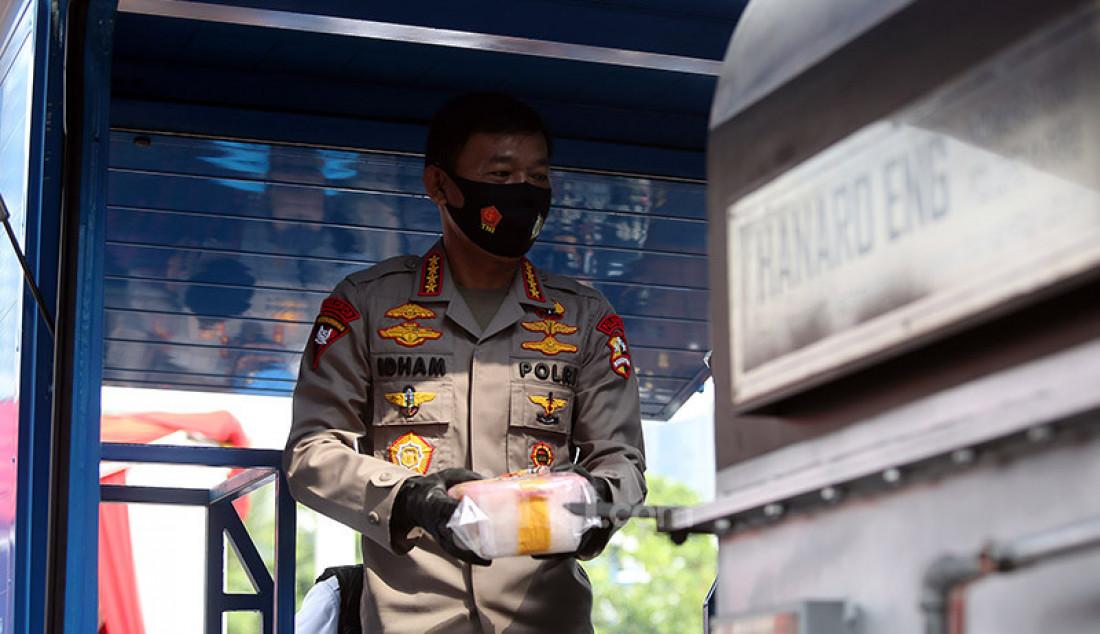 Kapolri Jenderal Idham Azis menghadiri pemusnahan barang bukti narkoba jenis sabu di Lapangan Polda Metro Jaya, Jakarta, Kamis (2/7). Polda Metro Jaya Musnahkan sabu seberat 1,2 ton, yang merupakan hasil sitaan dari jaringan internasional Iran dan Timur Tengah. Foto: Ricardo - JPNN.com