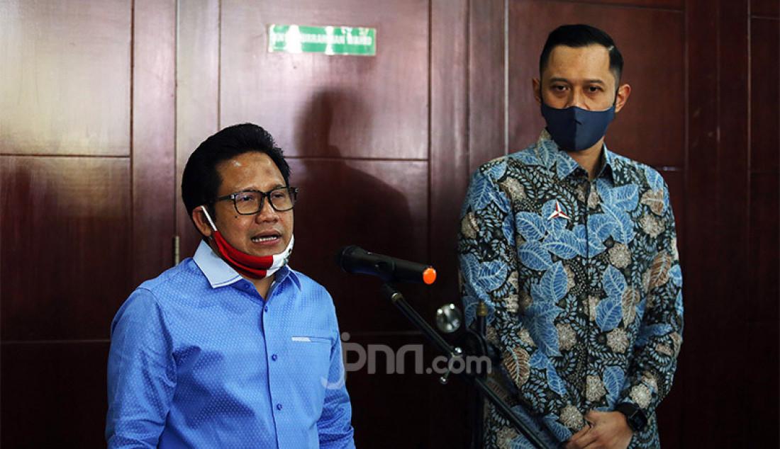 Ketum PKB Muhaimin Iskandar memberikan keterangan pers usai melakukan pertemuan dengan Ketum Partai Demokrat Agus Harimurti Yudhoyono di Kantor DPP PKB, Jakarta, Rabu (8/7). Pertemuan tersebut membahas koalisi Pilkada 2020. Foto: Ricardo - JPNN.com