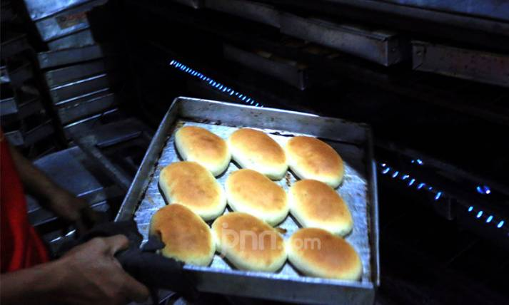 Industri Roti Rumahan Terimbas Pandemi Covid-19 - JPNN.com